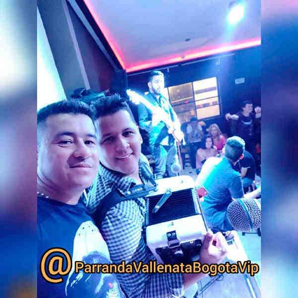 Integrantes del grupo vallenato juvenil en tarima